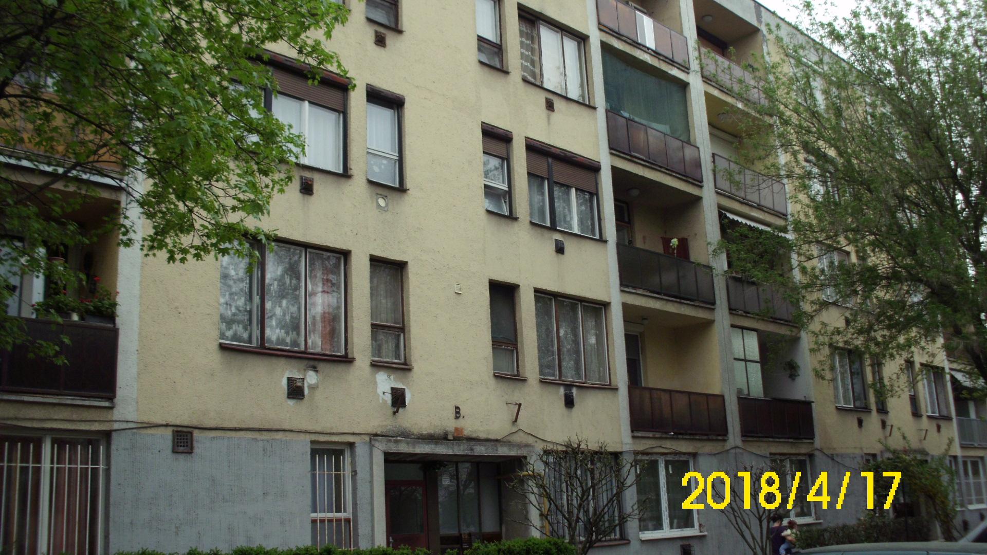 Kétszobás második emeleti lakás