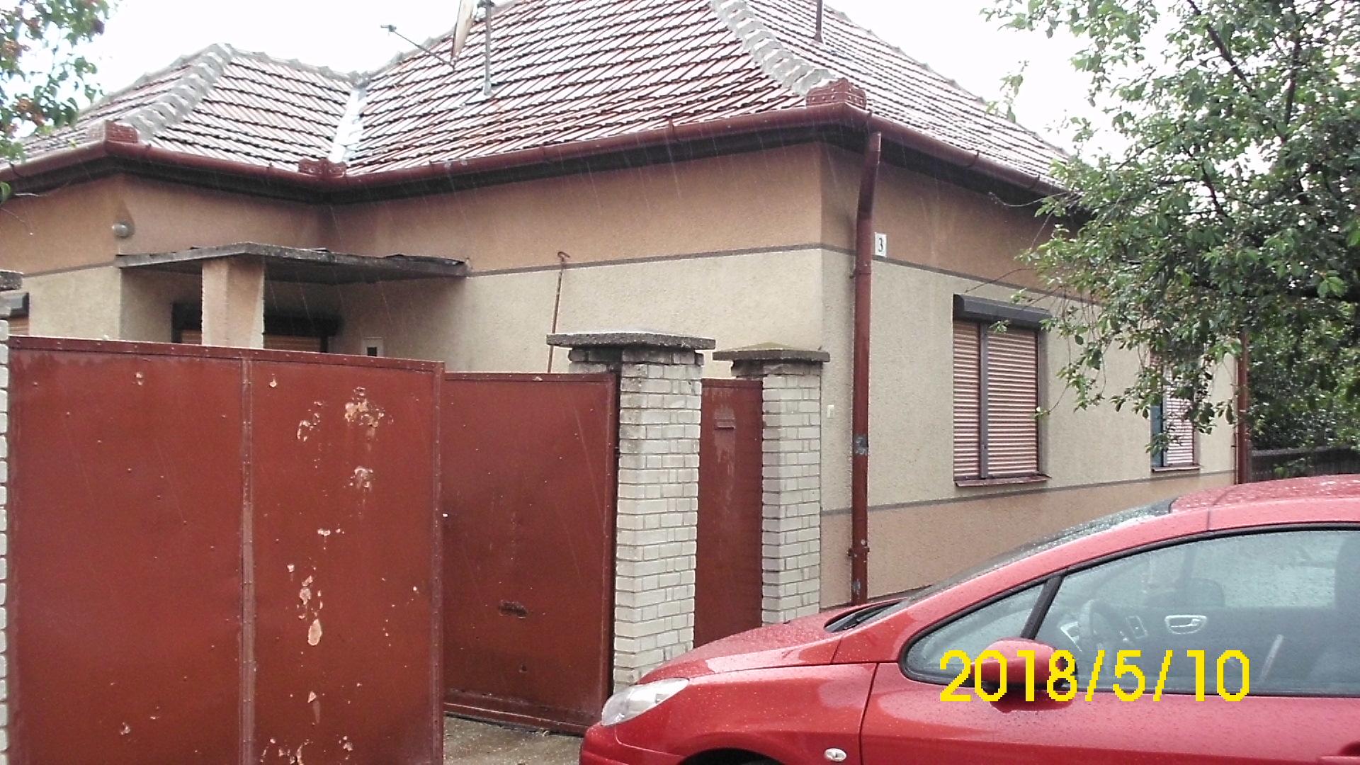 Tompa, városközponti 3 szobás ház